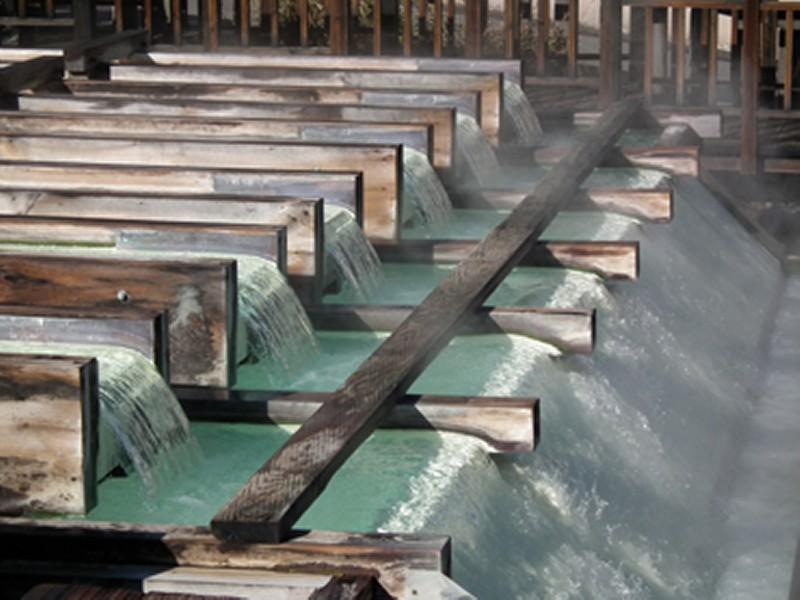 当館の源泉の湯畑
