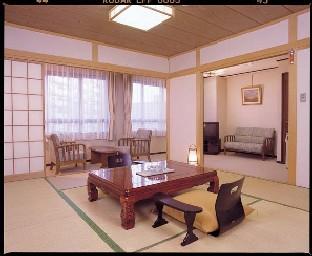 客室(10畳プラス8畳分リビングスペース)