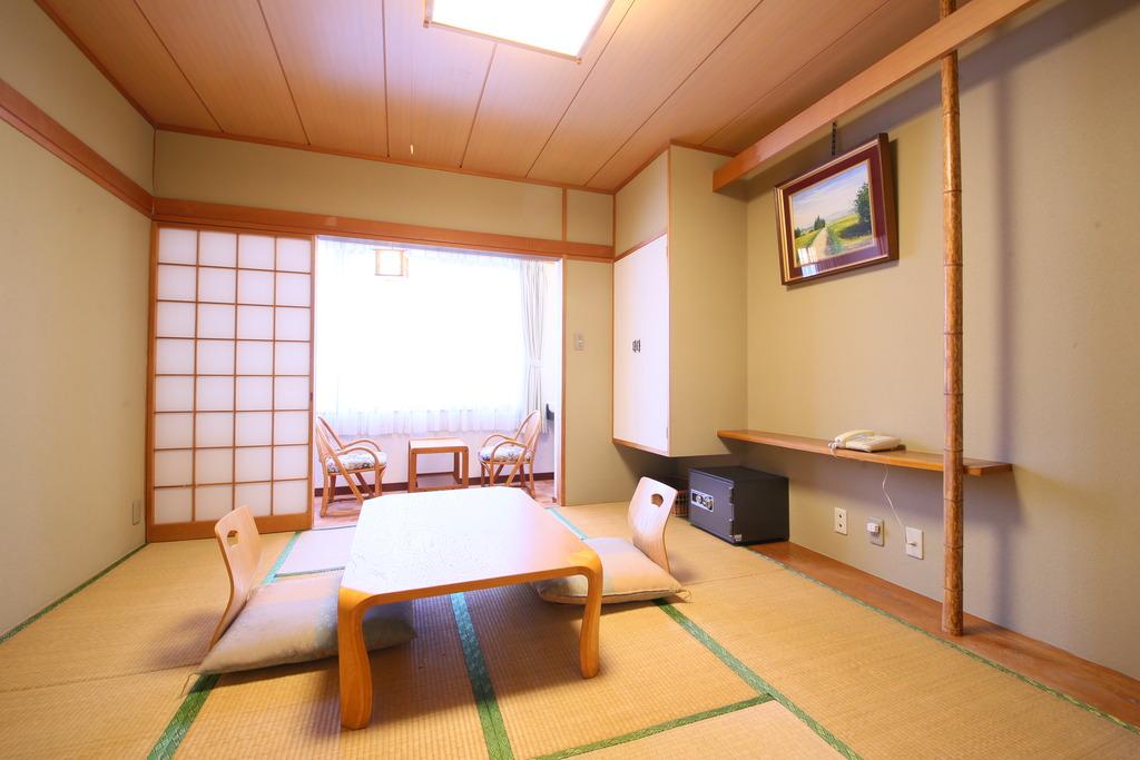 お部屋(和室8畳)