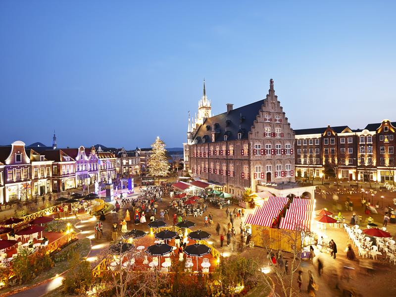 花と音楽に溢れるアムステルダム広場に登場「音楽の庭」