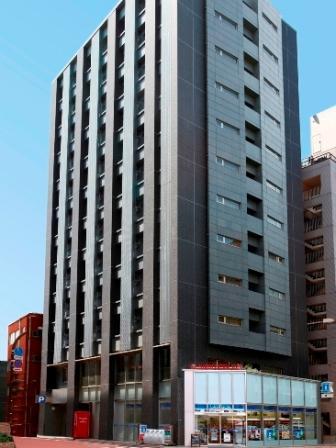 1階には24時間オープンのローソンがございます。フロントは2階になります。