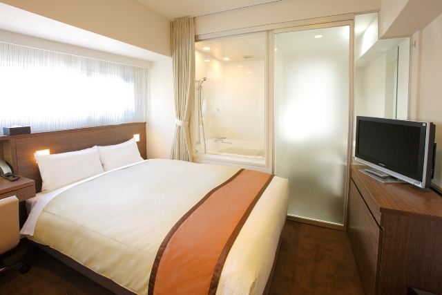 140�p幅の日本ベッド製造�鰍フダブルベッドです。ダブルルーム【14.1�u】