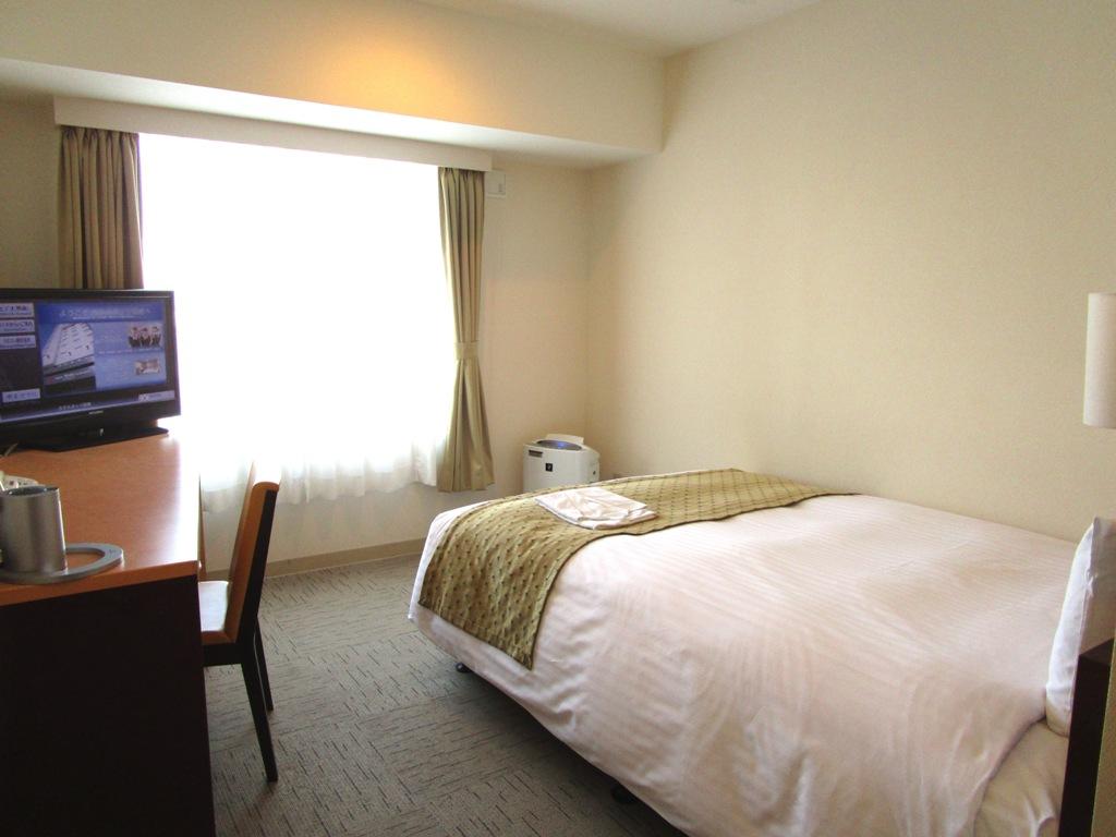 【セミダブル】17.5平米、ベッド幅140cm。<br>清潔感溢れるお部屋が人気の秘密です。