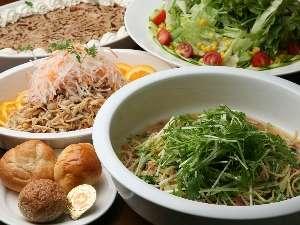 【朝食バイキング】約30種類のメニューをご用意しています!地元産の新鮮な食材を召し上がれ★