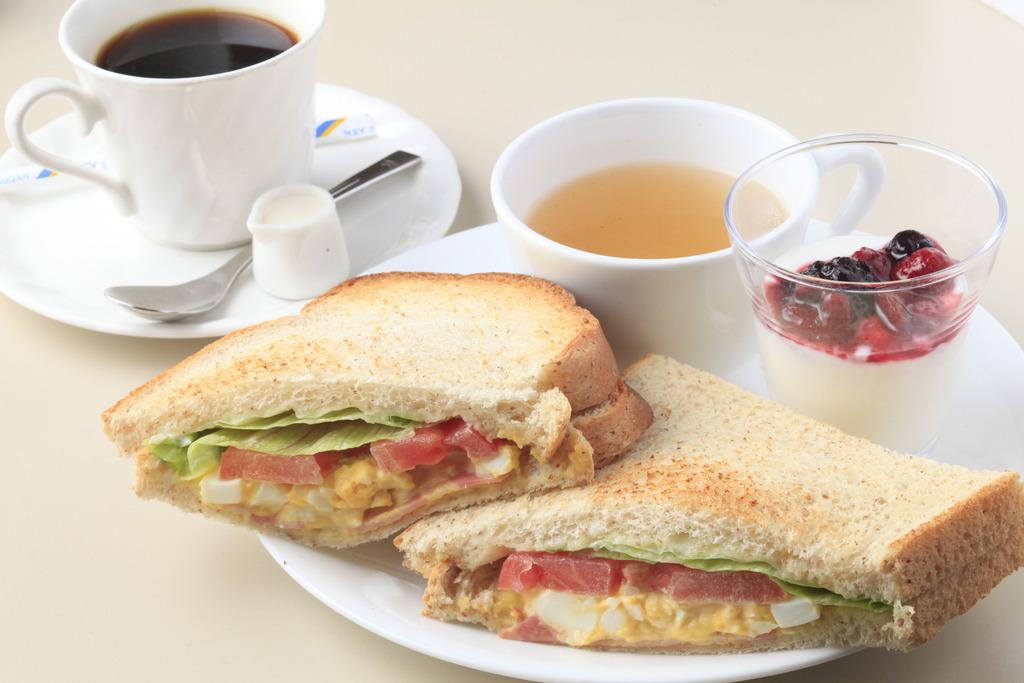 2階ルノアールでの軽朝食です