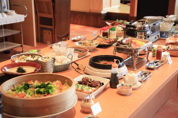 和洋バイキングの朝食は「茶寮 志もだ」で