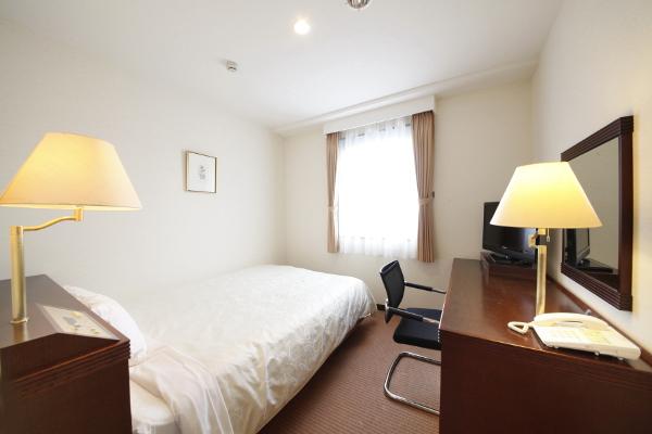 15.1�uのシングルルーム<br>ベッド幅は140cmあります