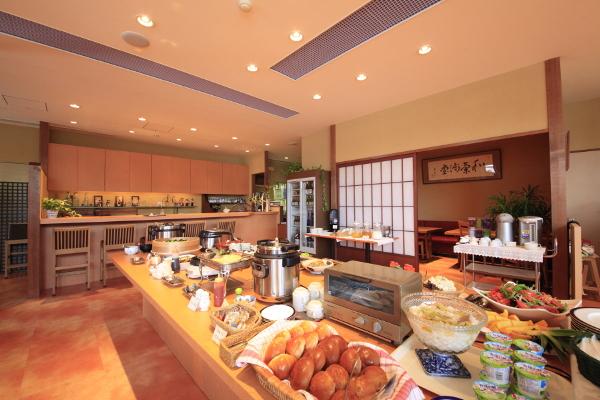 好評の朝食ブッフェは「茶寮 志もだ」で