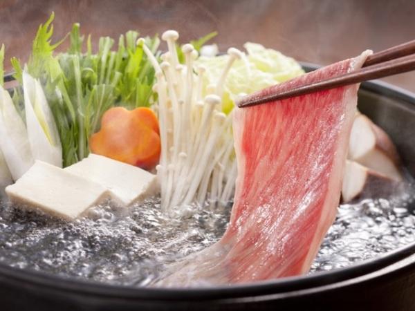 近江牛、にぎり寿司、天麩羅、ローストビーフが入った会席料理