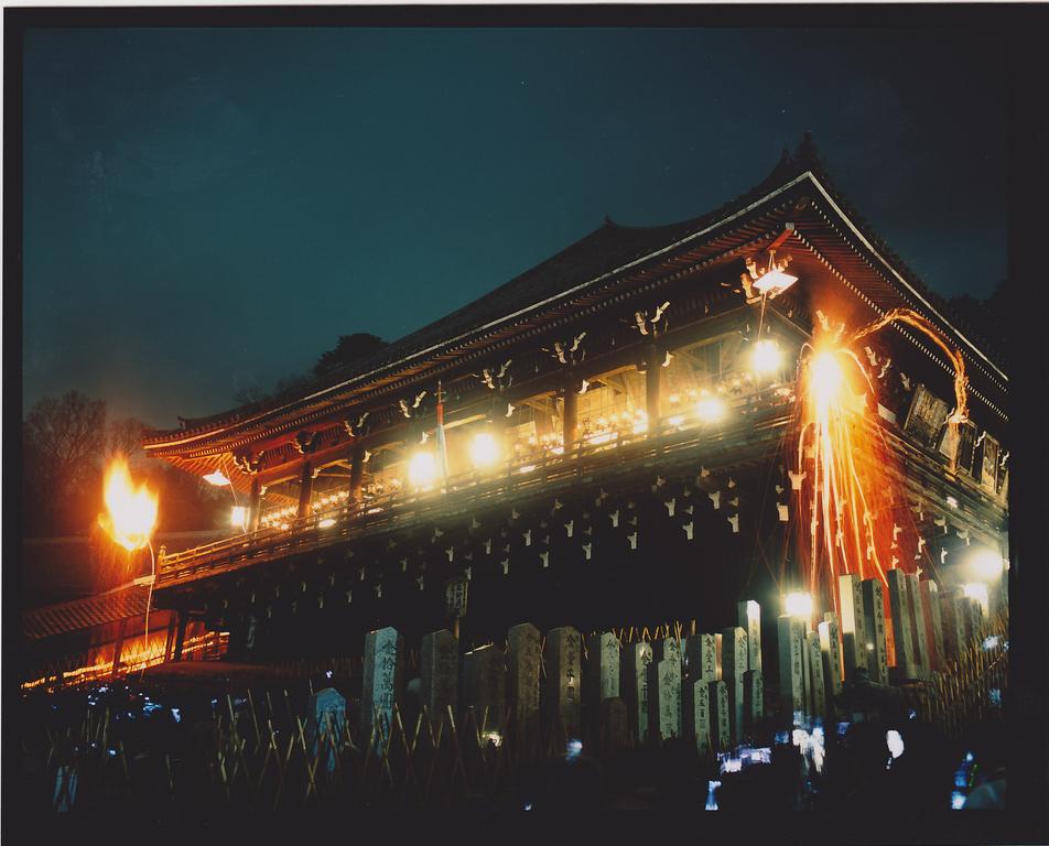 東大寺二月堂修二会(イメージ)            写真提供:奈良県ビジターズビューロー          撮影 木村昭彦