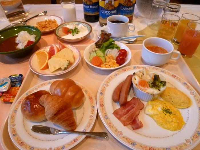 自家製カレーがオススメ♪朝食盛付例 洋食編