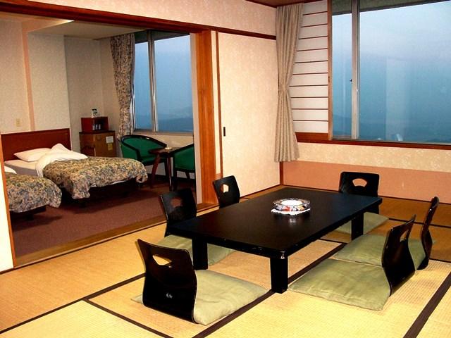 和洋室(和室12畳+ツインルーム)