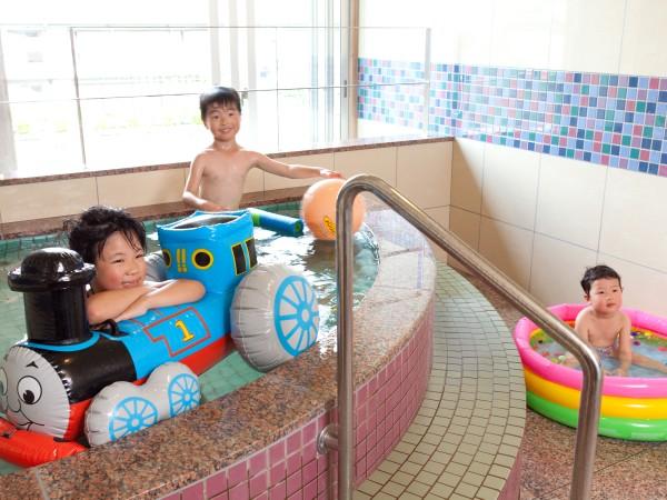 ファミリープラン限定で一番大きな貸切風呂にお子様が遊べるおもちゃを設置!
