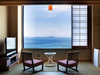 穏やかな紀淡海峡を一望。