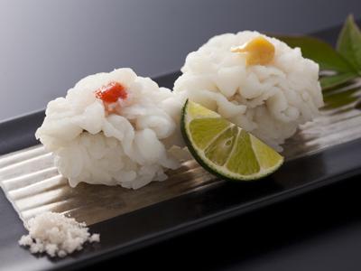鱧寿司は素材そのものの味が楽しめるよう藻塩をかけて<br>≪料理イメージ≫