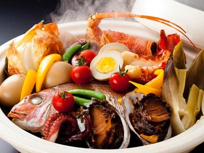 紅葉鯛や伊勢海老・鮑が入った「特選 宝楽焼」はボリューム満点<br>≪料理イメージ≫