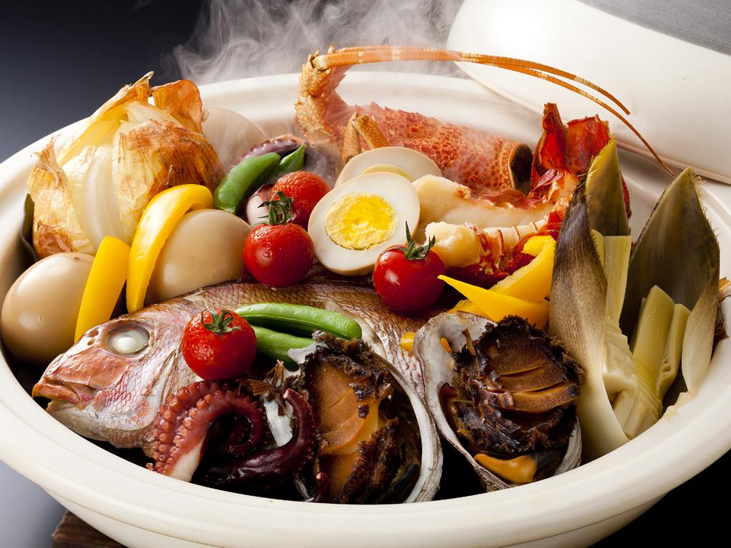 桜鯛や伊勢海老・鮑が入った「特選 宝楽焼」はボリュームも満点<br> ≪料理イメージ≫