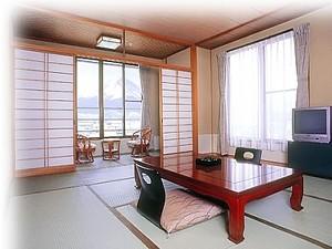 大きな富士山が一望出来る和室。