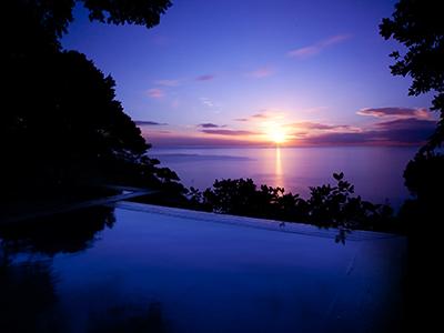 碧海からの朝日