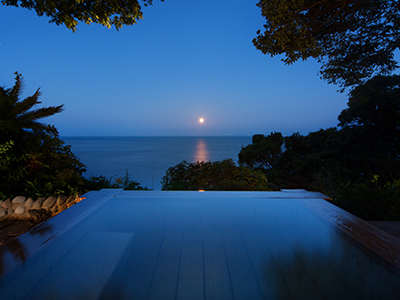 碧海露天風呂から望む月の道
