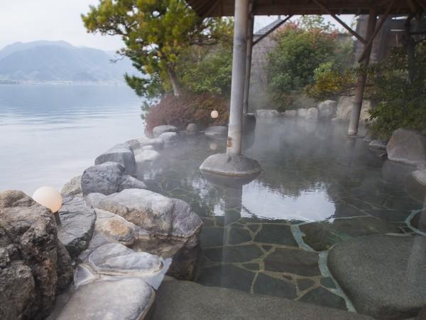 東郷湖が一望できる絶景露天風呂