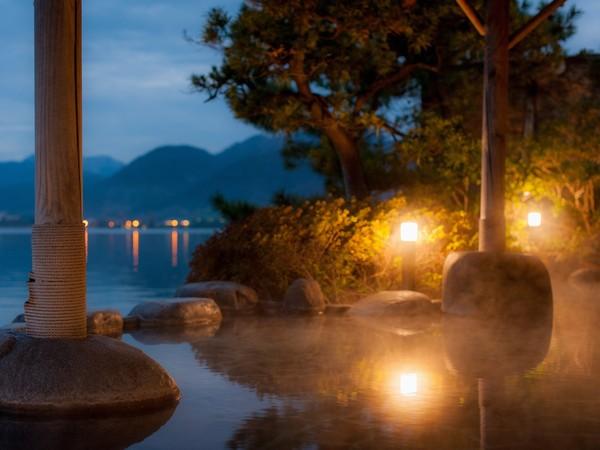 湖一望の露天風呂「幸助湯」
