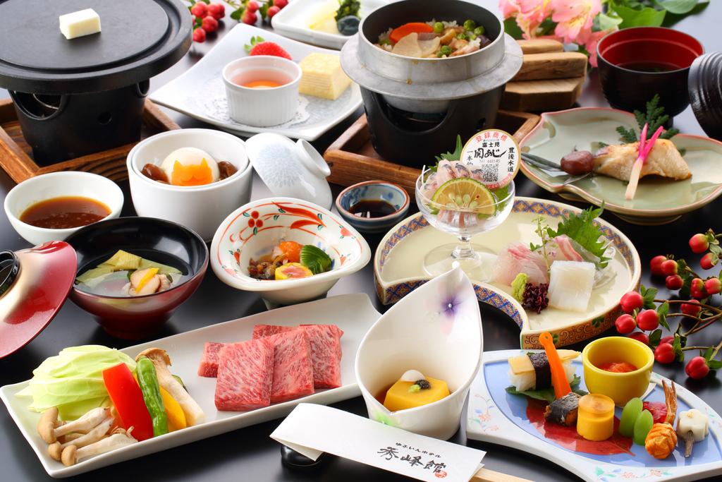 豊後牛カルビ焼、関アジ付の特選料理(一例)