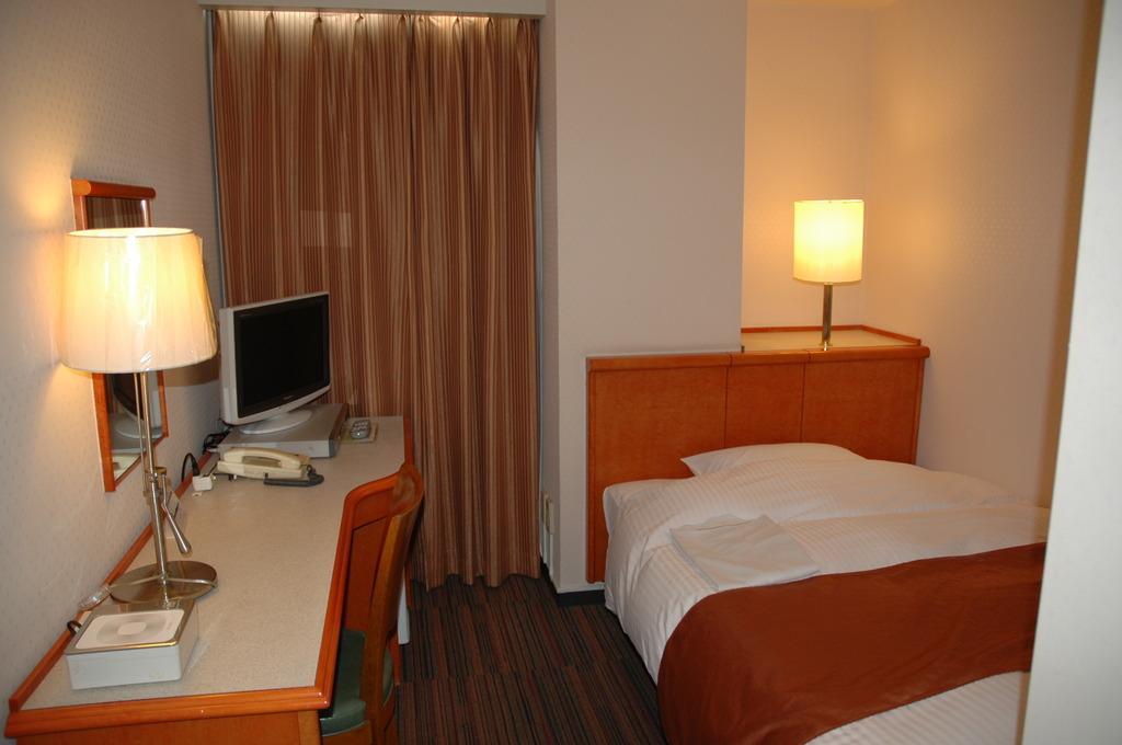 シングル10平米 シモンズSDベッド・寝具は清潔なディベスタイル。