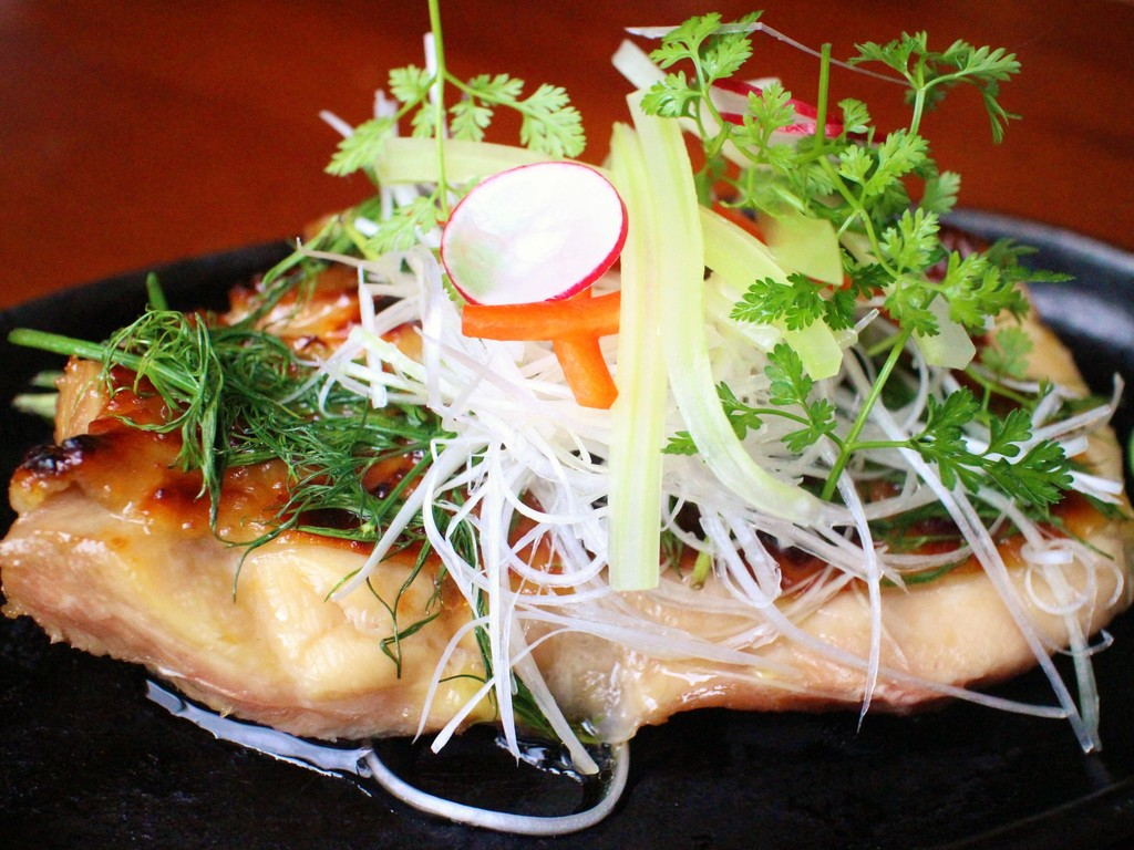 徳島の地鶏!「阿波尾鶏」を焼き立てでどうぞ♪