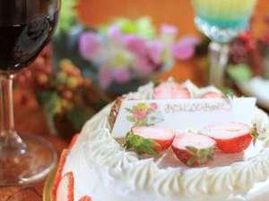 ホールケーキ&お好きなカクテルをルームサービス
