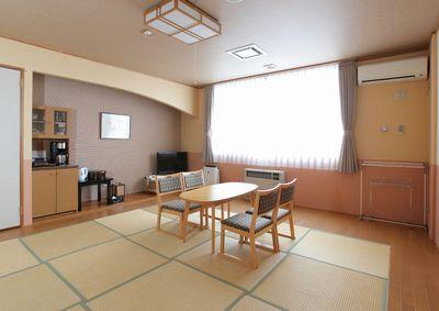 琉球畳のゆったりした和室