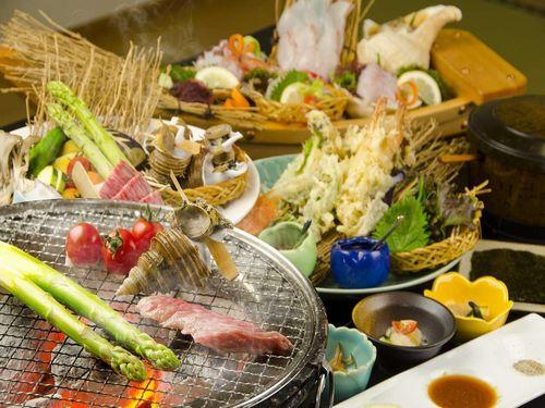 前浜産魚介類とみついし牛を炭焼きで堪能♪