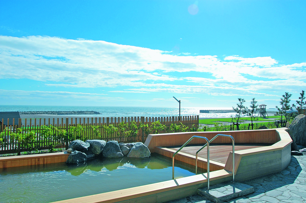 大浴場の舟形露天風呂からの景色は絶景!