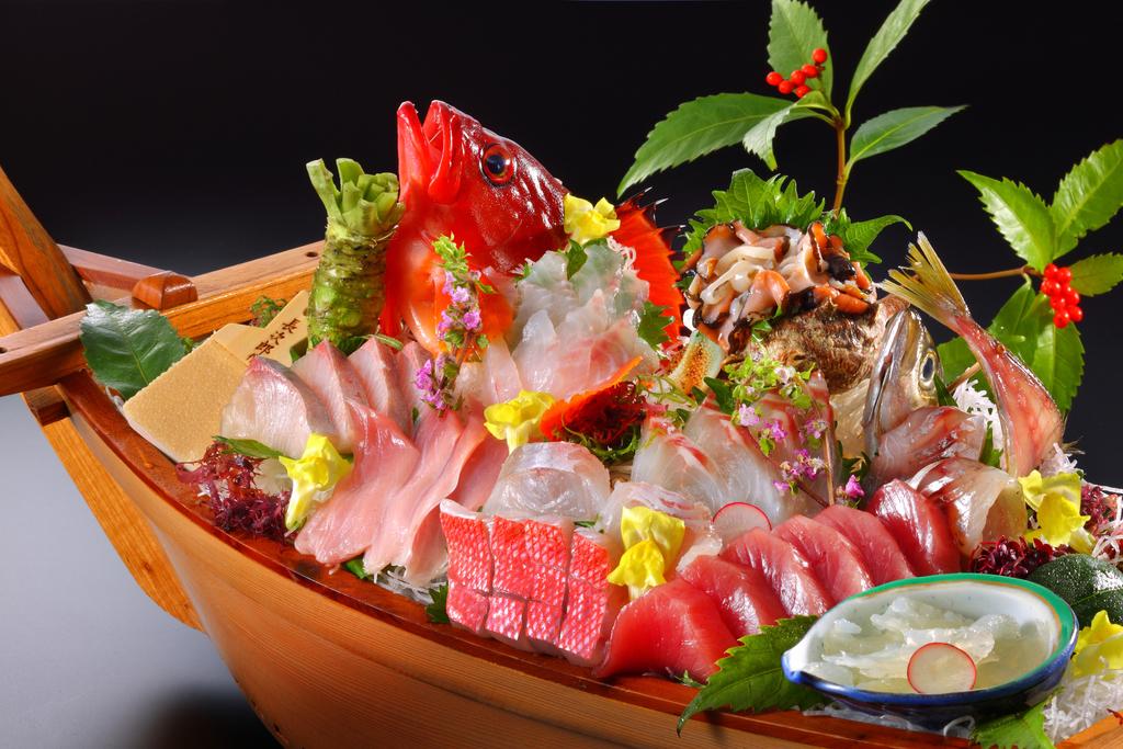 新鮮なお魚だけをた〜っぷり舟盛りで☆ 冷凍モノは一切使いません。