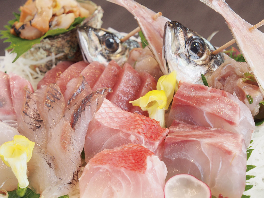 天然ヒラメの時もあれば真鯛・ほうぼう・イサキ・・楽しみは尽きませんね☆