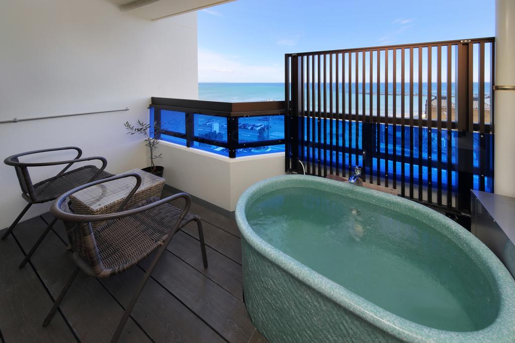 海が見えるテラスには、露天風呂(温泉)があります・・☆